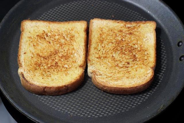 ขนมปังกรอบนมสด
