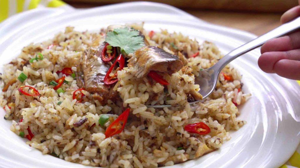 เมนูอาหารที่แสนอร่อย ข้าวผัดกระป๋อง เพียงแค่ใช้ปลากระป๋องมาผัดกับข้าวที่เตรียมไว้