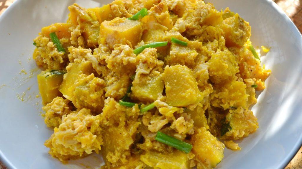 เมนูอาหารจากฟักทอง คือ ผัดฟักทองใส่ไข่ มีประโยชน์มากมายทั้งจากฟักทองและไข่