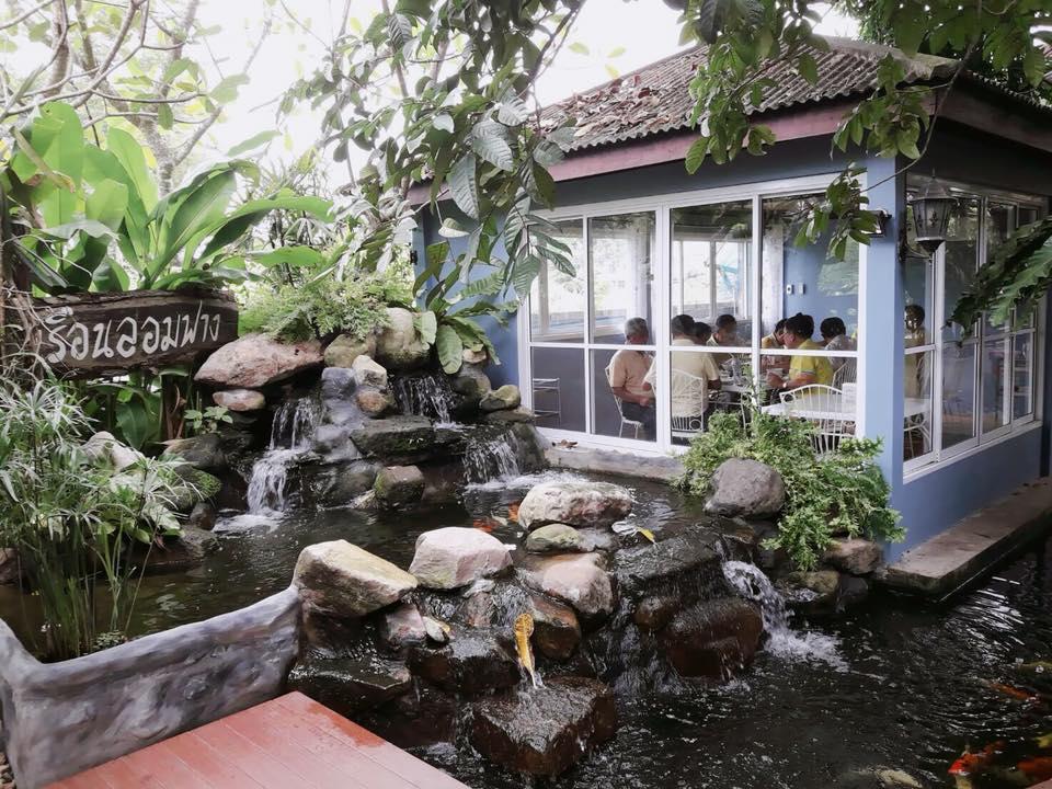 """แนะนำร้านอาหาร จ.นครนายก ก็คือ""""ร้านอาหารเรือนลอมฟาง"""" เป็นบ้านหลังใหญ่ที่นำมา Renovate เป็นร้านอาหารไทย"""