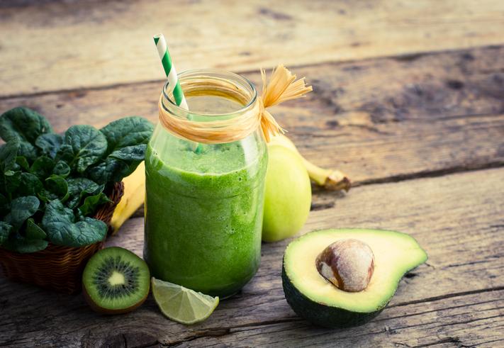 อาหารของคนรักสุขภาพ ที่มีคุณประโยชน์ คือ อะโวคาโด เป็นผลไม้ชนิดหนึ่งที่มีวิตามิน และแร่ธาตุสูง เหมาะกับคนรักสุขภาพ