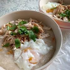 เมนูอาหารที่ทำจากไข่ขาว ที่ดีมีประโยชน์ คือ โจ๊กไข่ขาว เป็นเมนูอาหารเช้าที่อร่อย