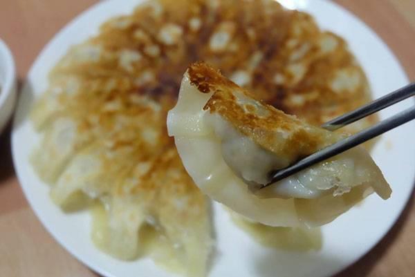 เมนูอาหารว่าง เกี๊ยวหมู ที่ทำได้ง่ายหมูเกี๊ยวซ่า ใช้แผ่นเกี๊ยวซ่าแล้วนำมาห่อหมูหมูที่เราปรุงไว้ตามต้องการ