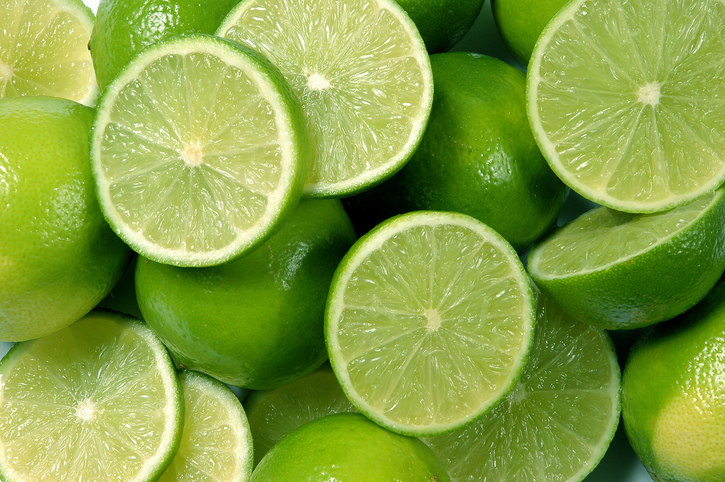 มะนาว เป็นทั้งผักและผลไม้ในคราวเดียวกัน มีลักษณะที่เป็นลูกๆกลมๆที่มีรสเปรี่ยว