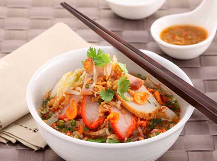 เมนูอาหารจากหมูแดง ที่บอกเลยว่าอร่อยและทำง่าย ๆ ทานที่บ้านได้แบบทั้งครอบครัว เมนูที่สองที่แอดอยากจะแนะนำ คือ ก๋วยเตี๋ยวหมูแดง