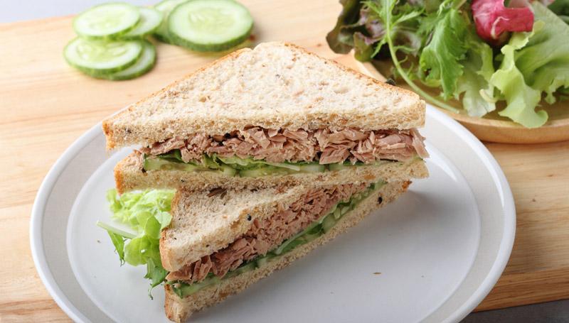 เมนูอาหารคลีนยามเช้า  คือ ขนมปังออมเล็ตทูน่า โดยสามารถทำได้ง่ายมาก ซึ่งจะมีขนมปังโฮลวีต และทูน่ากระป๋อง