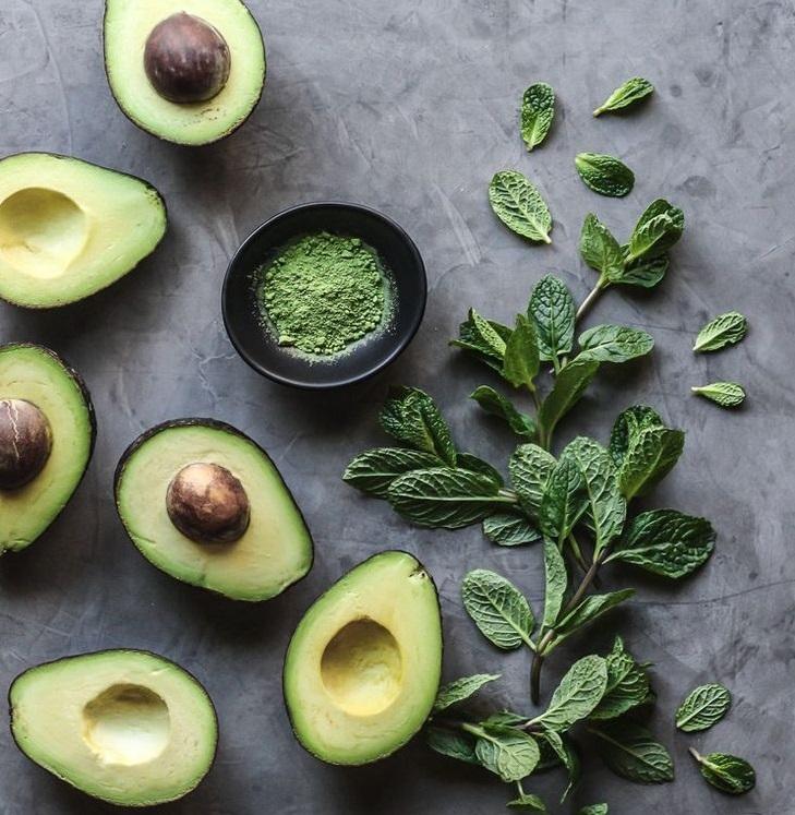 อาหารที่ช่วยลดความดัน คือ อโวคาโด จะช่วยคงระดับความสมดุลของความดันในเลือดได้ดี