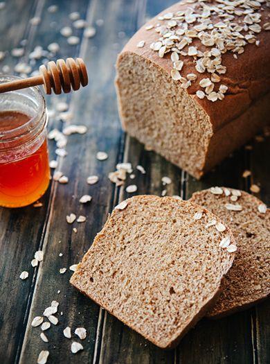 อาหารที่ช่วยลดอาการหงุดหงิด คือ  อาหารประเภท แป้งที่ไม่ขัดขาว เช่น ข้าวกล้อง หรือขนมปังโฮลวีท ที่จะช่วยให้เรานั้นมีอารมณ์คงที่