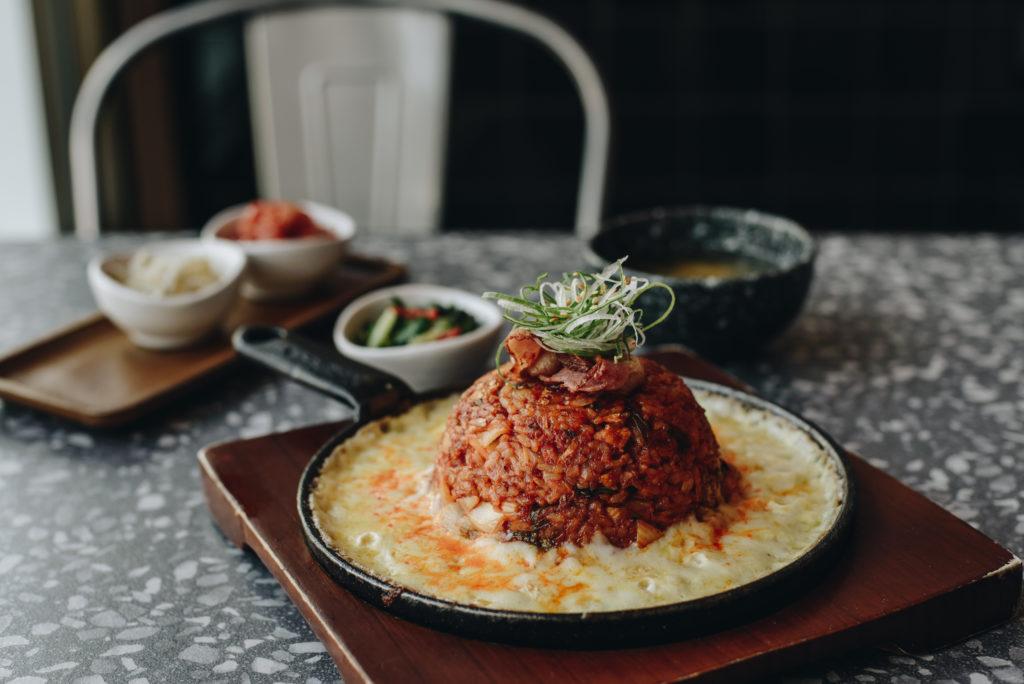 """ร้านอาหาร สไตล์เกาหลี """"JOHA Korean Restaurant"""" ร้านอาหารเกาหลีที่มีเมนูการใส่เครื่องเคียงมาแบบจัดเต็ม"""