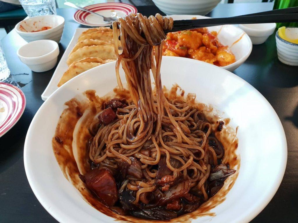 """ร้านอาหาร สไตล์เกาหลี """"Ja Guem Song"""" เป็นร้านอาหารเกาหลีต้นตำหรับแท้ ๆที่มีรสชาติเหมือนที่ประเทศเกาหลี"""
