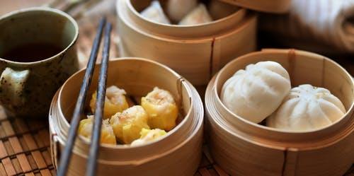 เมนูอาหารจากเนื้อกุ้ง เป็นเมนูที่น่ารับประทาน เมนูแรก ก็คือ ขนมจีบกุ้ง