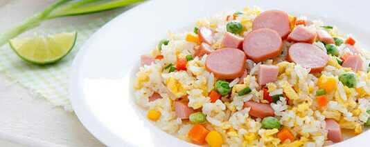 เมนูจากไส้กรอก ที่อร่อยและน่าทานเด็กๆ ถูกใจอย่างแน่นอน คือ ข้าวผัดไส้กรอก เมนูอาหารที่ยอดนิยมของเด็ก ๆ