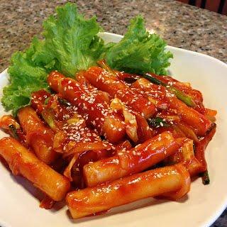 เมนูอาหารเกาหลี เมนูอร่อยน่าทาน เมนูที่สาม คือ ต็อกบกกี
