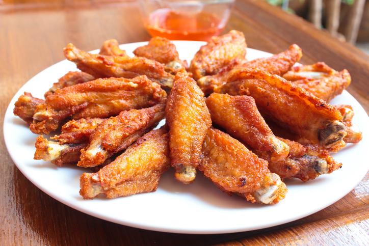 เมนูอาหารว่างจากไก่ ที่ทำทานเองได้แบบง่าย ๆ ใครก็สามารถทำทานได้ เมนูที่สองที่แอดอยากจะมาแนะนำ คือ ปีกไก่ทอด