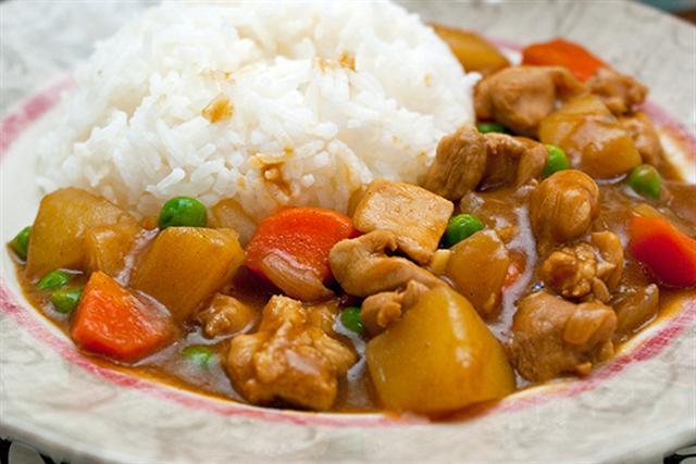 วัตถุดิบในการทำ เมนูแกงกะหรี่ญี่ปุ่น ที่หุงจากหม้อหุงข้าว