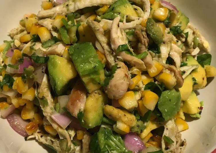 เมนูอาหารแนวสลัดอกไก่ เมนูสุขภาพดีแน่นอน เมนูแรกที่แอดอยากจะมาแนะนำ คือ สลัดอะโวคาโดอกไก่สไตล์เม็กซิกัน