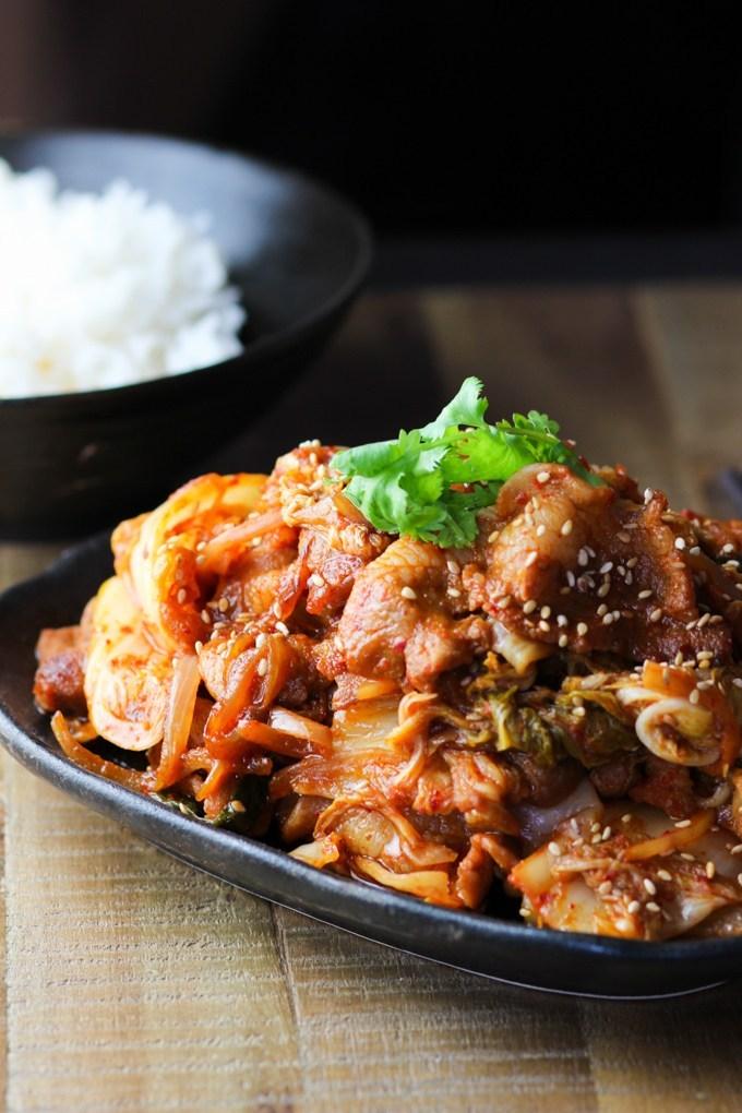 เมนูอาหารเกาหลี เมนูอร่อยน่าทาน เมนูที่สอง คือ หมูผัดกิมจิ