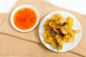 เมนูอาหารไส้หมูสับ ที่บอกเลยว่าทำทานได้ง่าย ๆ สะดวกมากที่บ้าน เมนูที่สอง คือ เกี๊ยวทอดไส้หมูสับ