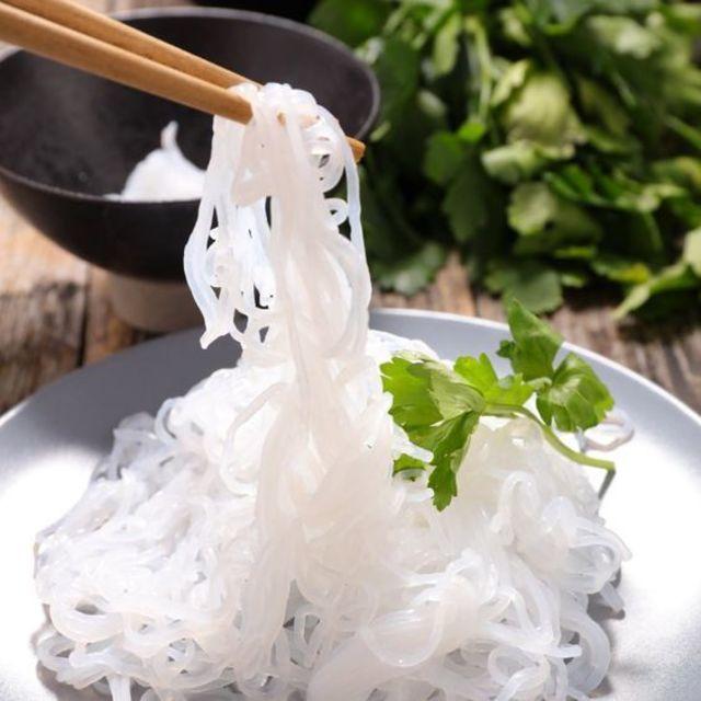 เมนูข้าวผัดเบคอน โดยนำเส้นบุก มาแทนข้าวสวย เป็นอาหารประเภทคีโต