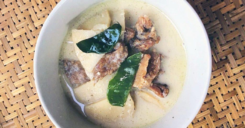 เมนูอาหารไทยโบราณ เมนูอาหารน่าทาน เมนูที่สาม คือ แกงขาว หรือ แกงหลอก