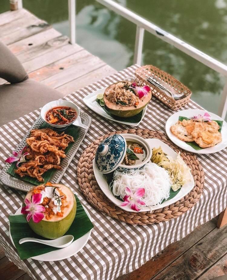 อาหาร และเครื่องดื่มนั้นที่ Café แห่งนี้เป็นอาหารแบบไทยๆ