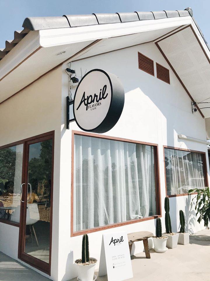 """Café ใกล้ชิดบรรยากาศธรรมชาติ คาเฟ่ที่สาม คือ """"April Flavors Café"""" ออกแบบตกแต่งสไตล์ Minimal ด้วยโทนสีขาว"""