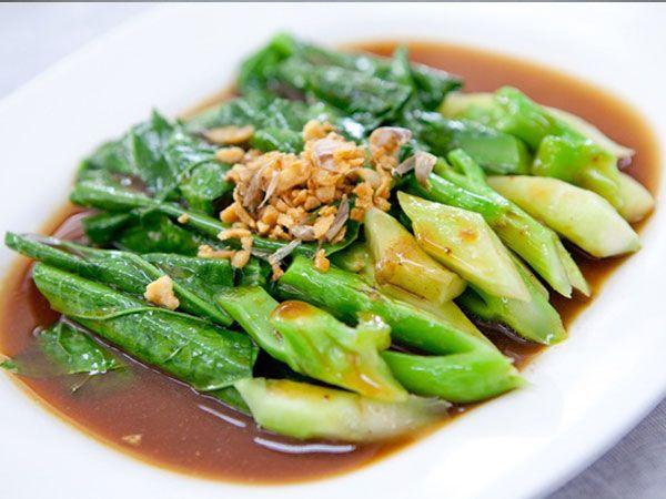 เมนูยอดคะน้าผัดน้ำมันหอย ผักใบเขียวที่ดีต่อสุขภาพ