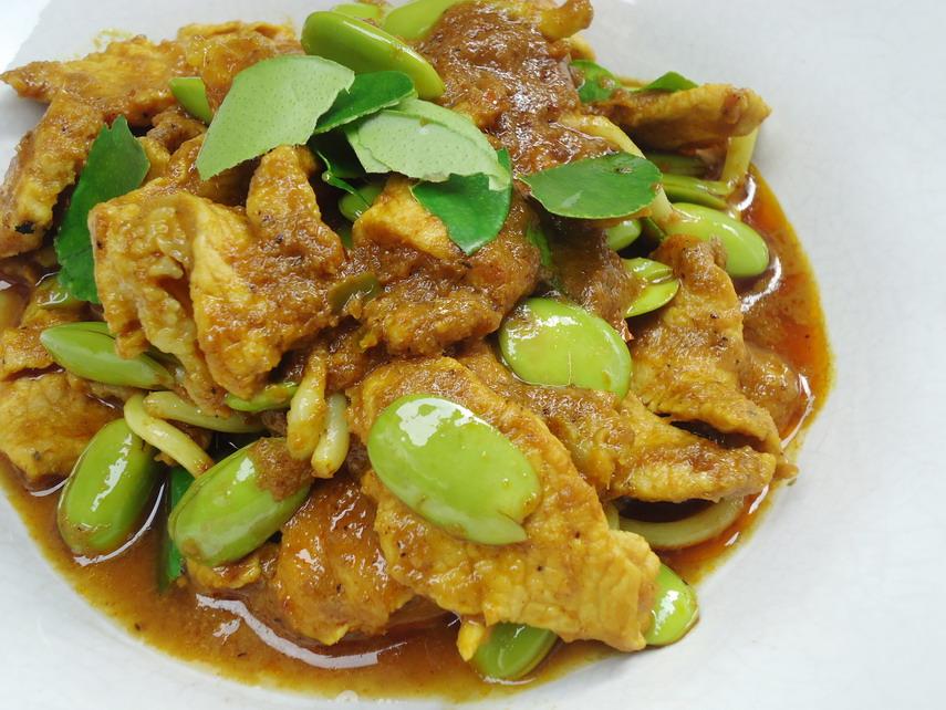 เมนูอาหารทางภาคใต้อีกเมนูหนึ่งที่ใครๆก็ต้องลองชิม เมนูผัดเผ็ดเนื้อลูกเหรียง