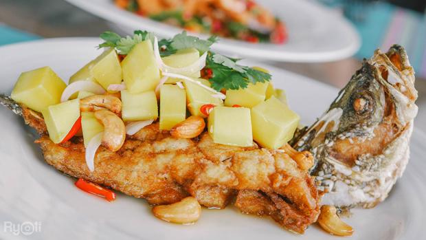 ร้านPlamong Restaurant เมนูปลาทับทิม